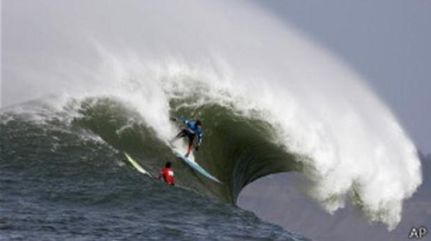 Las fotos buenas son clave para determinar el tamaño de las olas entre surfistas. ( BBC Mundo)
