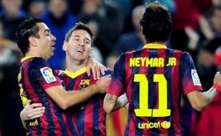 Barcelona ganó 4-1 al Almería y está a un punto de Real Madrid
