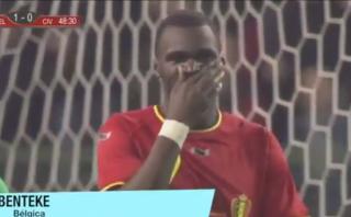 Jugador belga falló una clara ocasión de gol bajo el arco