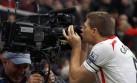 ¿Por qué Gerrard festejó gol besando una cámara de televisión?