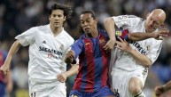El día que Ronaldinho obligó a hinchas del Madrid a aplaudirlo