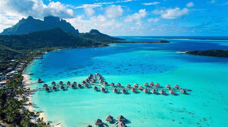 De ensue o estos bungalows est n construidos sobre el mar for Cabanas sobre el mar en mexico