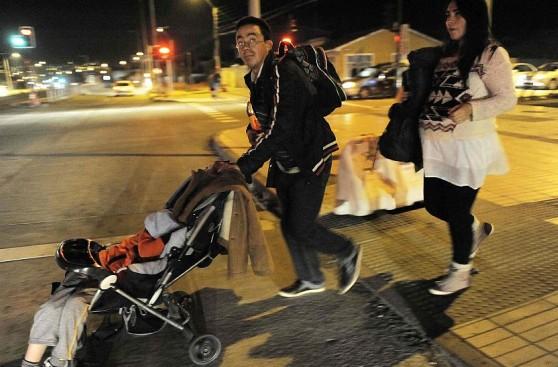 Miles de chilenos durmieron en la calle tras el terremoto