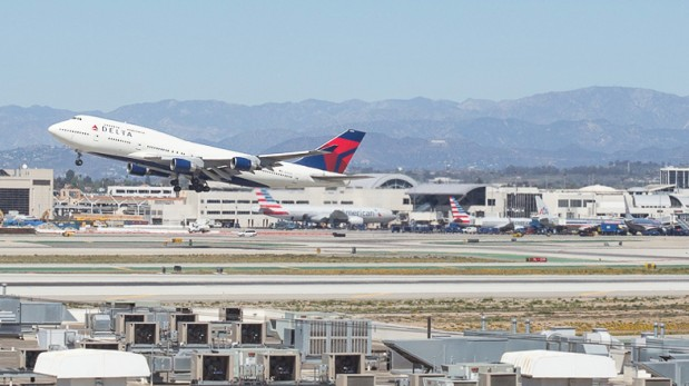 Esta imagen representa el gran tráfico aéreo de Los Ángeles