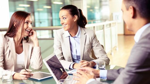 ¿Cuáles son los beneficios de socializar en el trabajo?