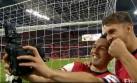 Jugadores del Arsenal celebraron triunfo con selfie en el campo