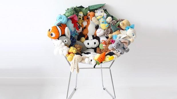 Convierte una simple silla en un suave asiento de peluches