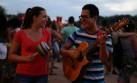 Dúo peruano participa en documental como parte del Mundial