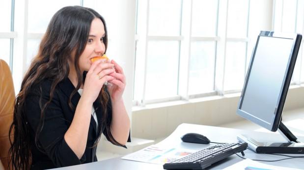 Diez reglas que debes seguir al momento de comer en la oficina