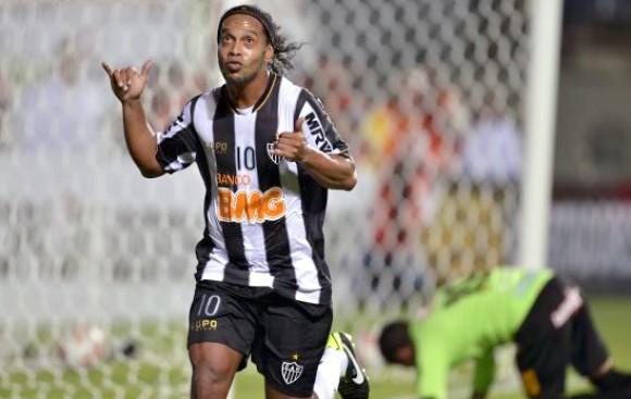 Las mágicas jugadas de Ronaldinho que no veremos en Brasil 2014