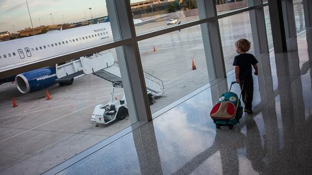 ¿Viajas con niños? Tips para salir por carretera o avión