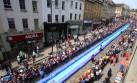 Sobre agua: Instalan tobogán para recorrer ciudad en Inglaterra
