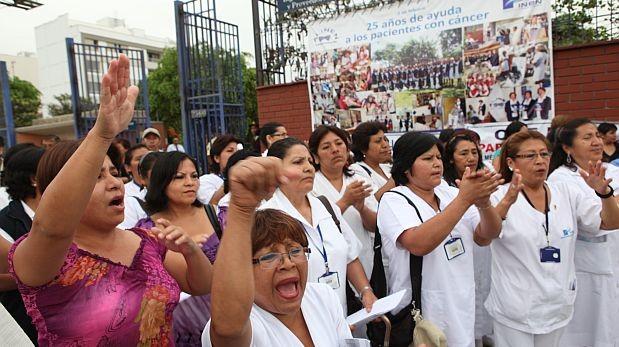 """Neoplásicas: enfermeras marchan por """"usurpación"""" de obstetras"""