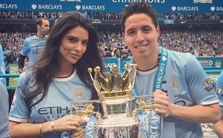 Novia de Samir Nasri insultó a técnico Deschamps en Twitter