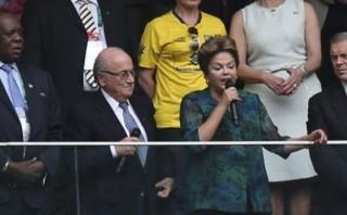 """Dilma Rouseff señala que """"está harta"""" del presidente de la FIFA"""
