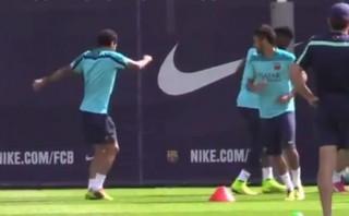 Dani Alves puso de vuelta y media la práctica del Barcelona