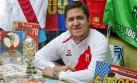El peruano que colecciona álbumes de fútbol de todo el mundo
