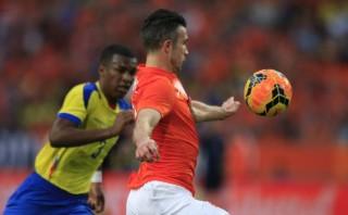 Van Persie marcó golazo en empate 1-1 entre Holanda y Ecuador