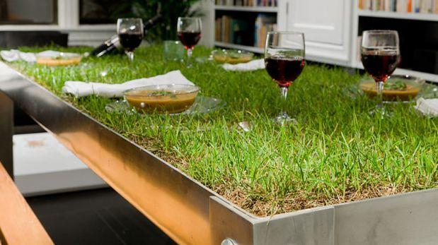 Mira esta curiosa mesa ideal para tener un picnic en casa