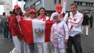 Hinchas peruanos alientan a la selección en Suiza