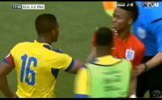 Valencia se pelea por dura falta que pudo alejarlo del Mundial