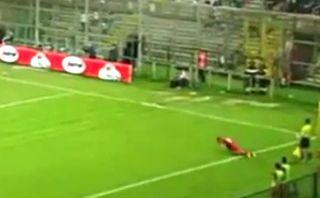¿Es este el peor saque lateral de la historia del fútbol?