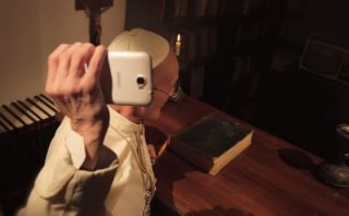 El spot donde el Papa Francisco se molesta por gol de Iniesta