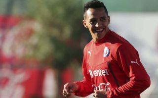 Alexis abandonó concentración de Chile y se somete a exámenes