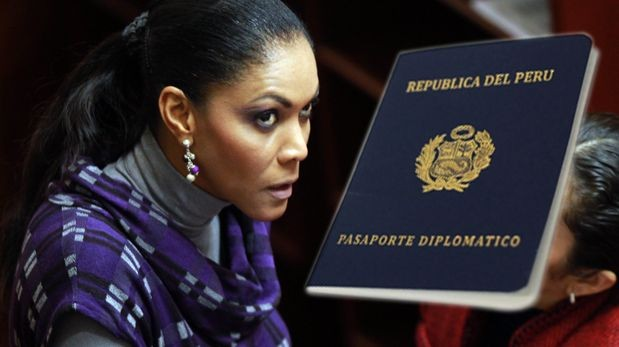 ¿Cenaida Uribe hizo mal uso de su pase diplomático?
