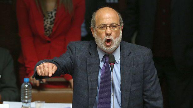 Daniel Abugattás presentó denuncia contra mineros informales
