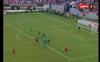 Cristiano reapareció y estrelló este tiro libre en el parante