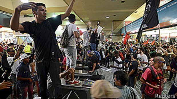 Río de Janeiro: Manifestantes bloquearon ingreso del aeropuerto