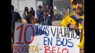 Pareja colombiana viajó 10 días en bus para ver a su selección