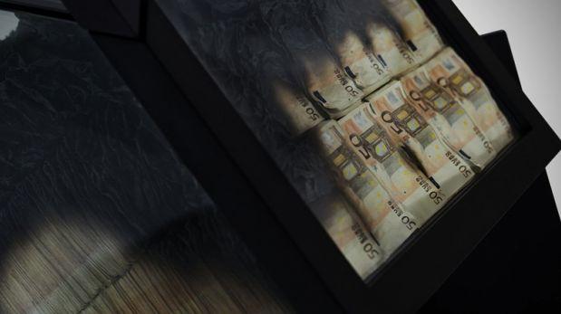 ¿Qué harías si ves quemarse billetes de 50 euros en una mesa?