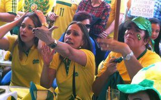 Así sufrieron los hinchas brasileros con las tapadas de Ochoa