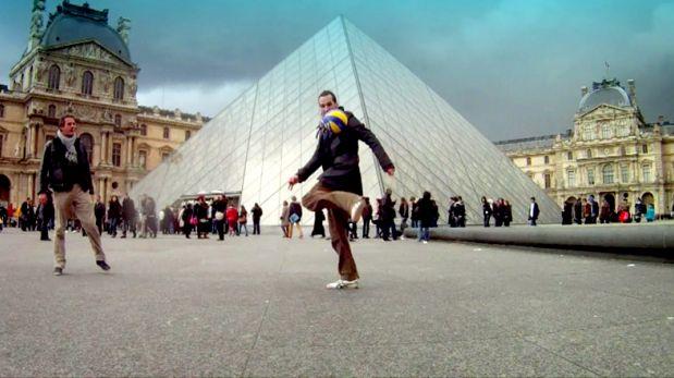 VIDEO: Viajero recorre el mundo dominando el balón por 2 años