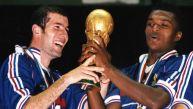 Zidane y el recuerdo de su magia en el fútbol en postales