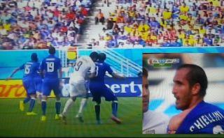 Suárez volvió a morder: esta vez en el hombro a Chiellini
