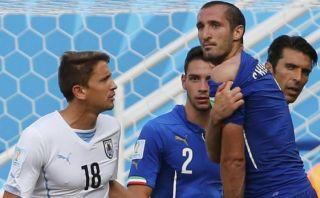 """Chiellini: """"Suárez me ha mordido, debió ser expulsado"""""""