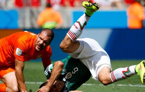 Holanda vs. México: la peligrosa jugada que pudo ser penal