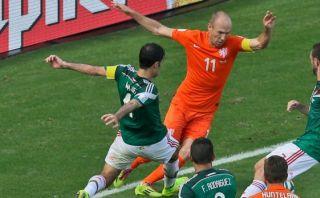 Robben evitó patear el penal que habría fingido ante México