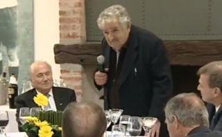 En el 2012 Mujica le deseó a Blatter largos años y larga vida