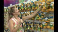 Brasil 2014: 'Miss Fútbol' de compras en la tienda de la FIFA