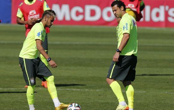 Neymar entrenó sin problemas y estará ante Colombia