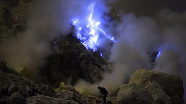 VIDEO: Hacen documental sobre el único volcán con lava azul