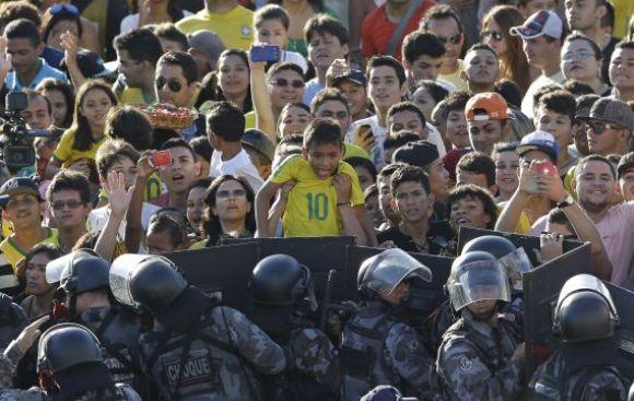 """Zico: """"Brasil no practica el 'jogo bonito' por presión"""""""