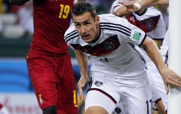 Klose es titular ante Francia y podría batir récord goleador