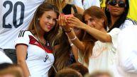 Las novias de los jugadores alemanes alentaron en las tribunas