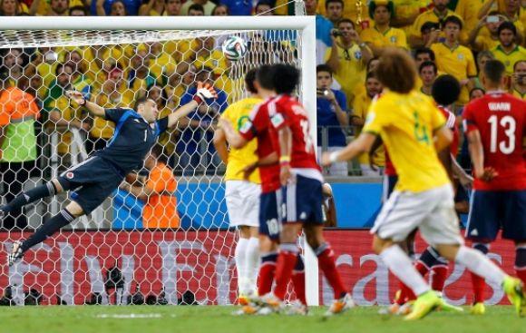 Brasil venció a Colombia 2-1 y está en semifinales del Mundial