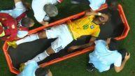 Neymar se marchó lesionado tras recibir rodillazo en la espalda